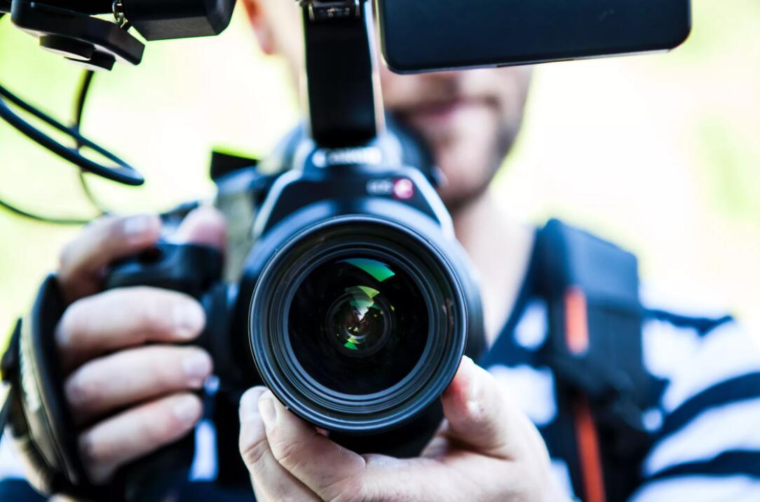 攝像機包裝盒設計表現出科技感